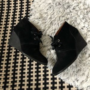 lucky brand sway suede black wedges